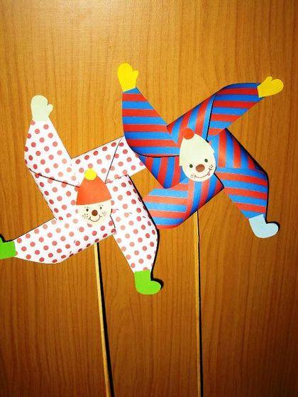 Spinning clowns