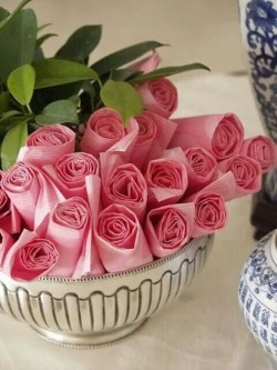 Napkin roses table decor