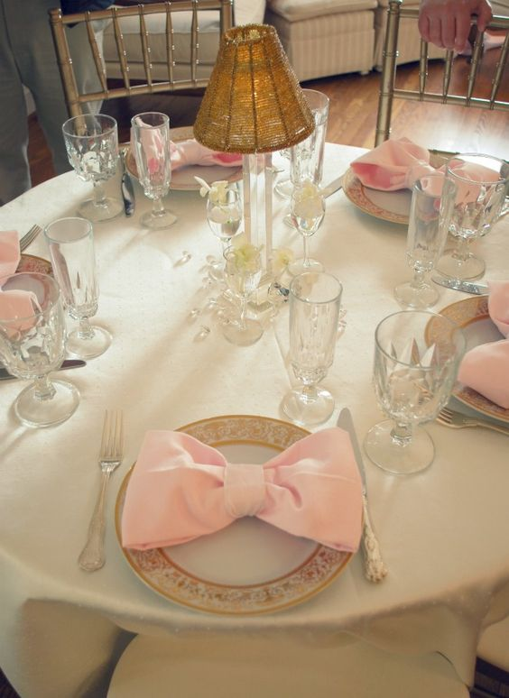 Table deco with napkin bows