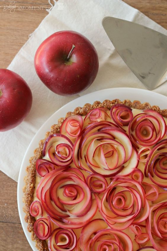 Apples roses pie