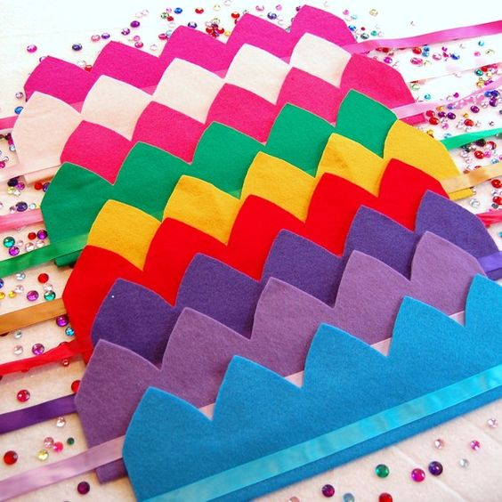 DEcorate crowns for Purim