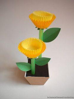 Cupcake holder flowers