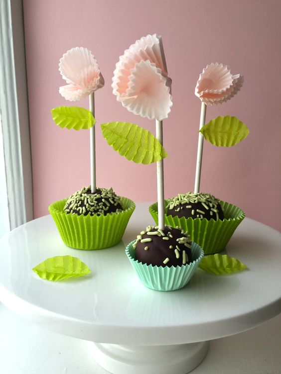 Cup cake pop flowers