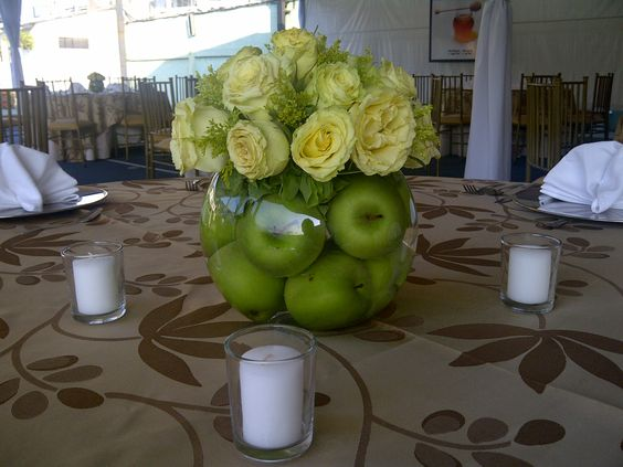 Table decor with apples